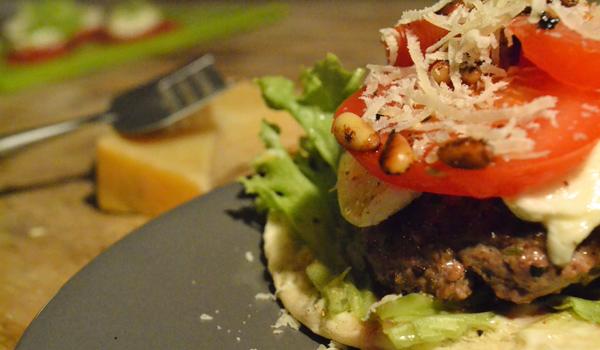 Deze gezonde hamburger met weinig calorieën is om je vingers bij af te likken!
