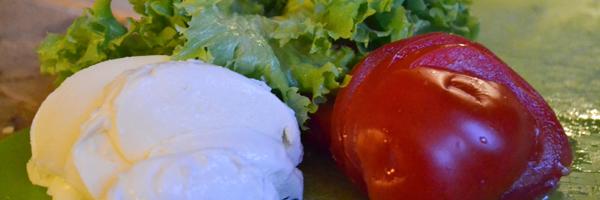 Mozzarella, sla en tomaat