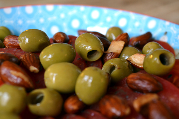 griekse salade met olijven en amandelen