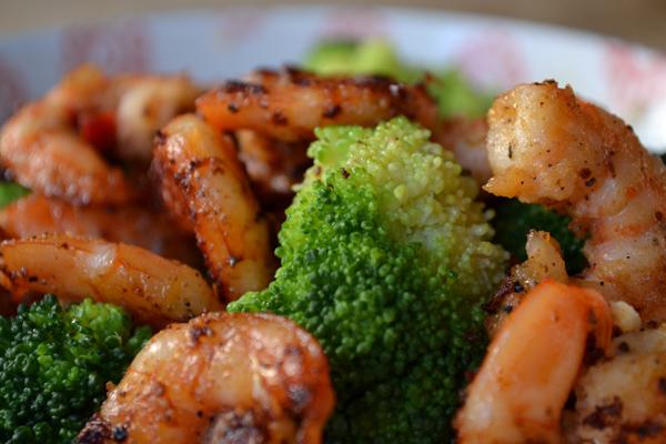 quinoa recept met gambas en broccoli